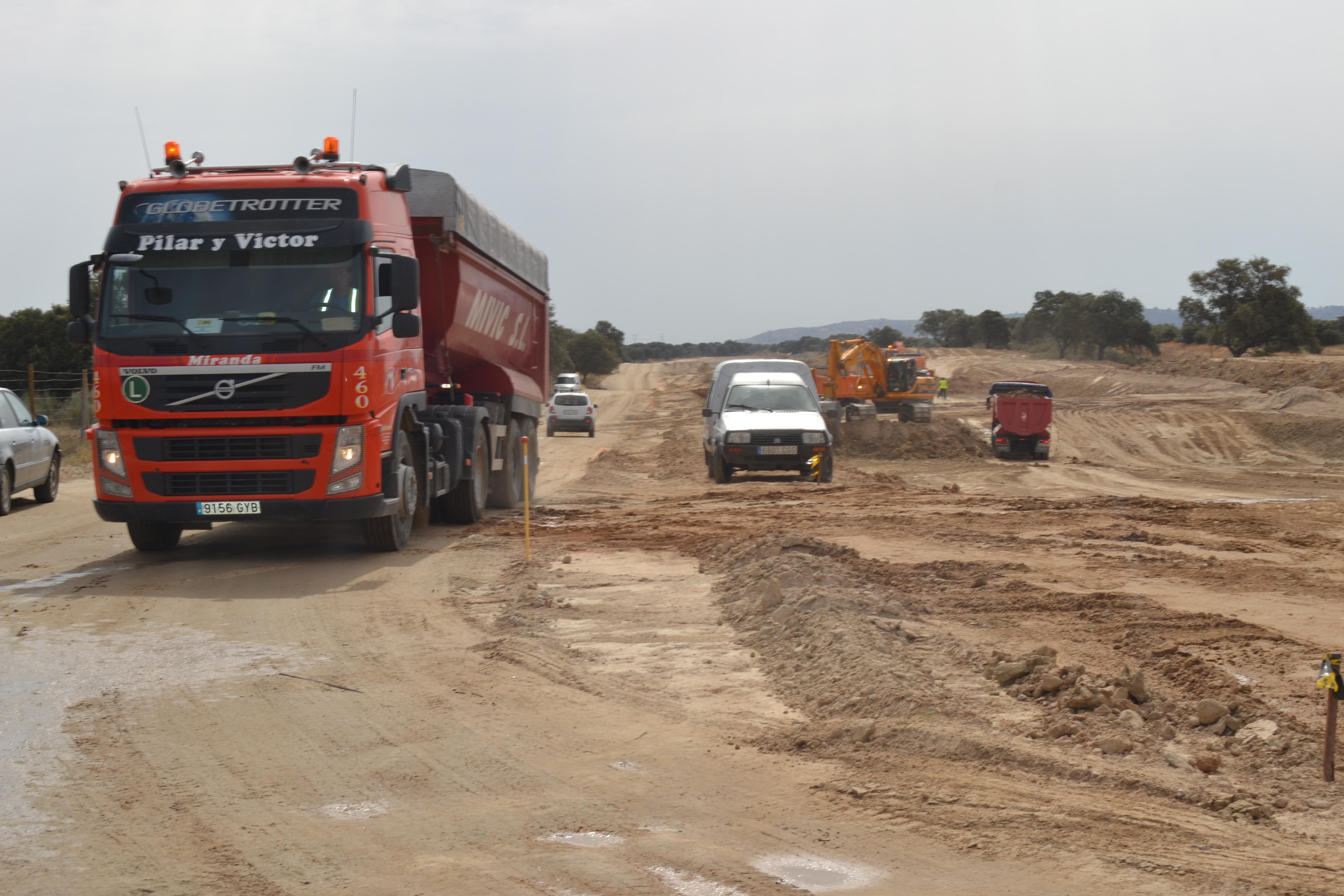 Los subcontratistas denuncian que se paraliza el tramo del AVE entre Navalmoral y Casatejada